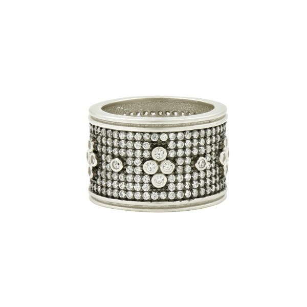 Signature Pavé Clover Wide Band Ring